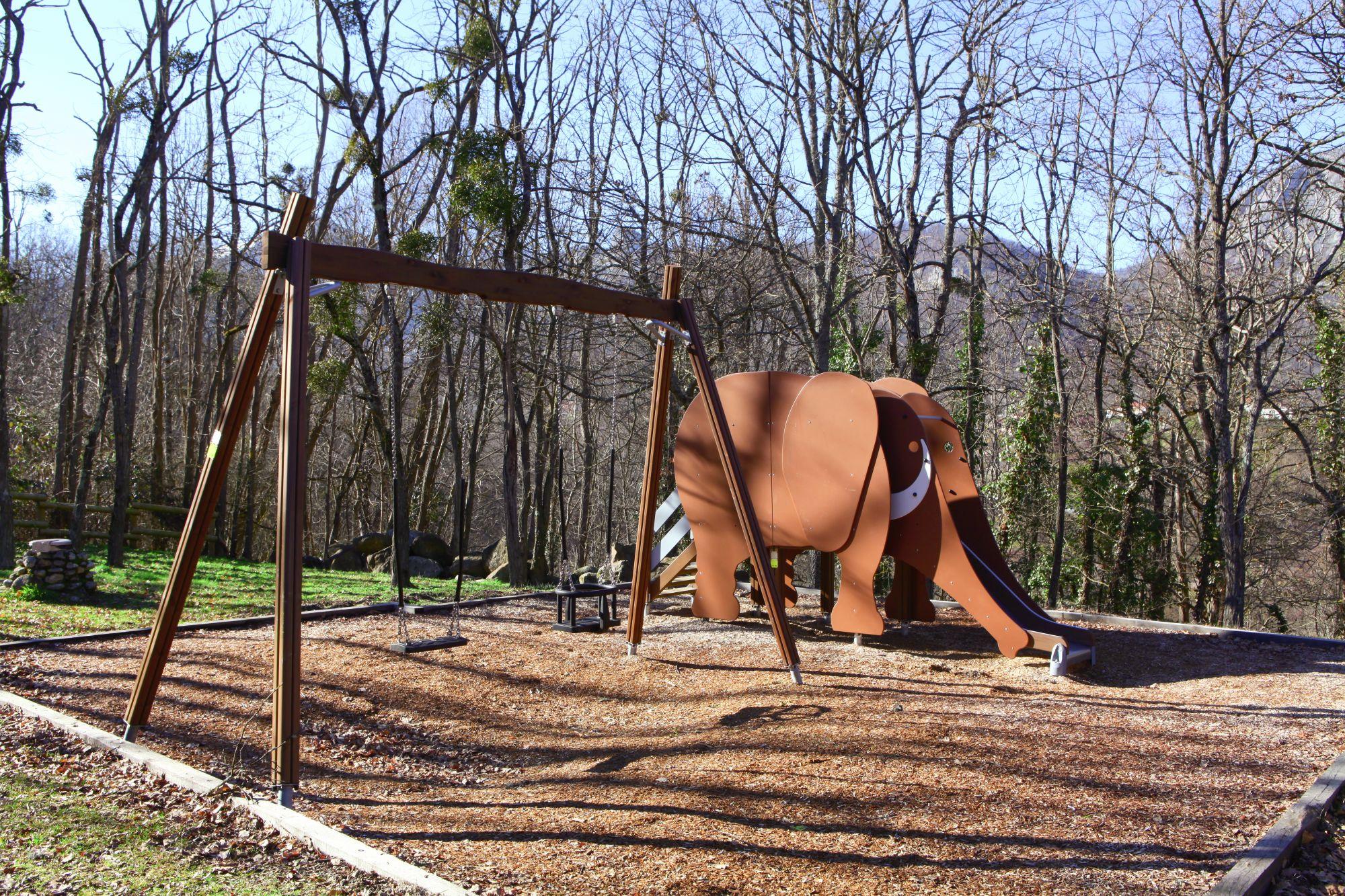 aire de jeux avec un mammouth