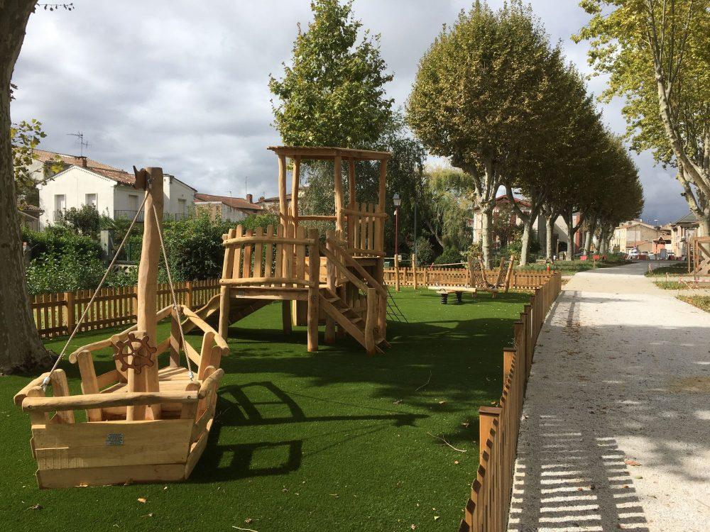 aire de jeux pour enfants en bois