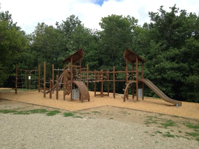 aire de jeux pour enfants Tarascon sur Ariège - Le parc de la Préhistoire 09400
