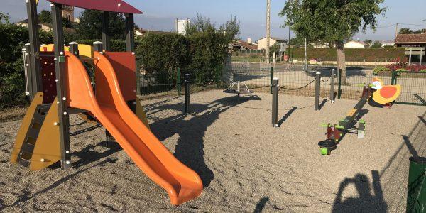 aire de jeux pour enfants Villeneuve de paréage - 09100 Ariège